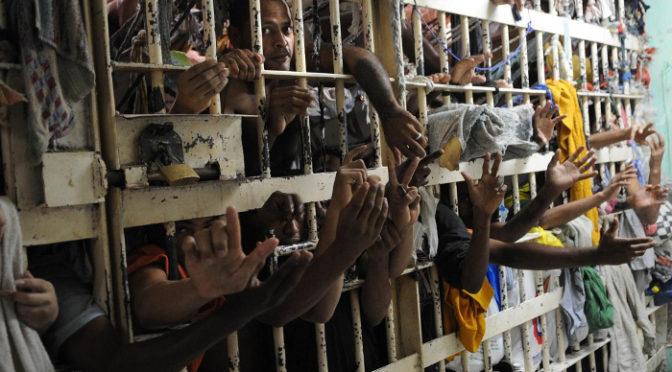 A privatização das prisões em duas perspectivas: preso como mercadoria e gestão compartilhada com Comandos