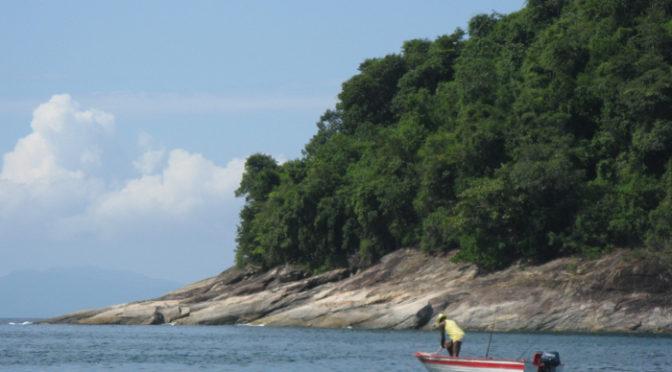 Ribeirinhos e caiçaras: a vida entre terra e água