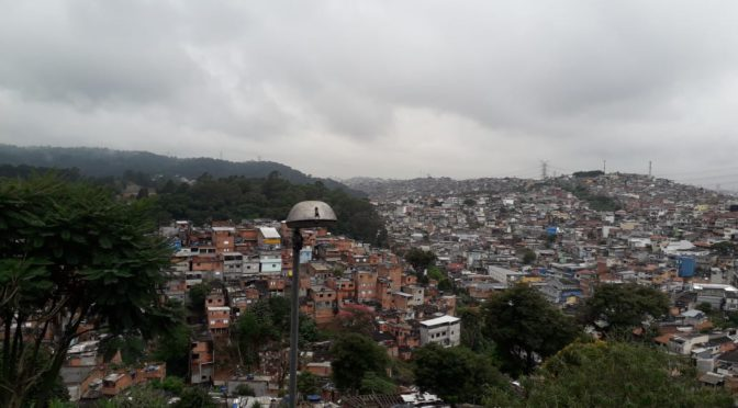 Desigualdade social influencia previsões sobre o avanço do novo coronavírus no Brasil